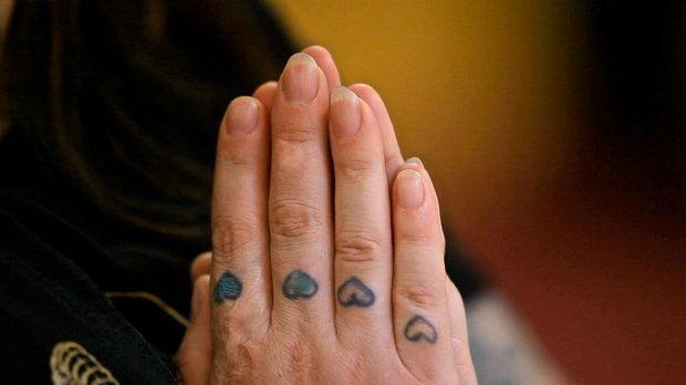 mikki-hands