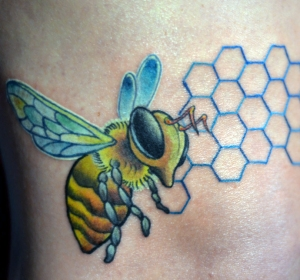 melissa-fusco-bee's-knee's-bee-tattoo-honey-comb-colorado-tattoo-artist-web